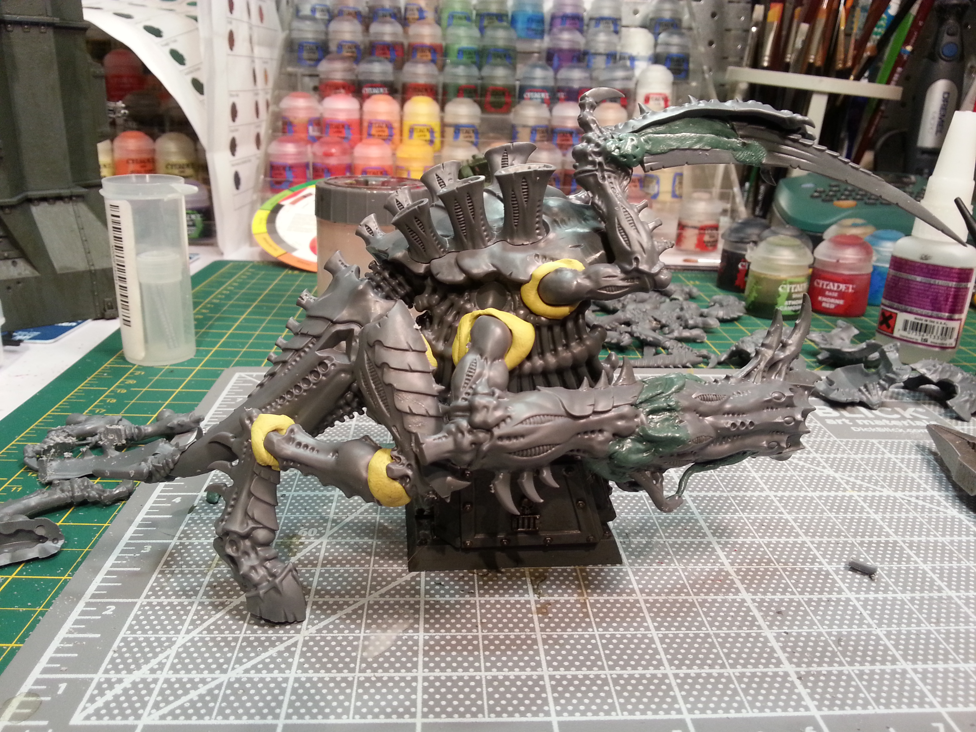 Barbie Step Two - I hacked apart a tervigon leg, in order to get the beastie a bit more crouched. Things are looking somewhat crowded, limb-wise.
